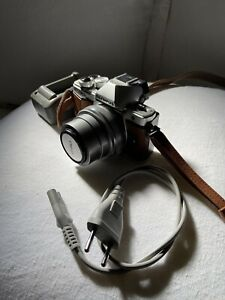 Cámara Olympus OM-D   E-M10 II + Objetivo M.Zuiko Digital 14-42mm  1:3,5-5,6