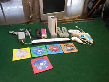 Nintendo Wii Console Bundle - White TESTED w/ Games RVL001 w' Gun and hand contr
