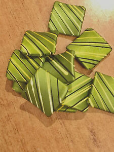 20 x satin acrliyc square twist beads - Drawbench in green for jewellery & craft