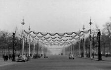 PHOTO  LONDON NE FROM BUCKINGHAM PALACE DOWN THE MALL DECORATED FOR THE VISIT OF
