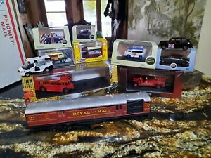 HORNBY ROYAL MAIL WITH LIGHTS  & 10 VEHICLES OO SCALE $29.00