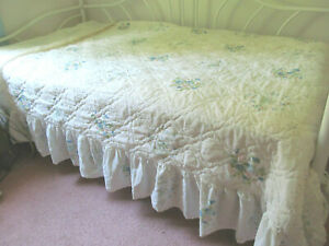 Vintage Twin Bed Cover Spread Blue Pink Spring Flowers Eyelet Lace Look Ruffle