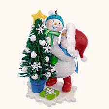 2008 Hallmark Ornament MAKING MEMORIES #1 Trimming the Tree Snowman Family