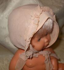 Cuffia da neonato crepe di Chine ecrù con nastri inizio XX. (15) B8 ^