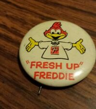 VINTAGE 7UP PINBACK, BUTTON, PIN, FRESH UP FREDDIE