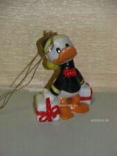 +# A001347_11 Goebel Archiv Prototyp Ornament Disney Donald Duck mit Geschenk
