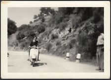 YZ0377 Gorgoglione (MT) 1967 - Un giro in Vespa Piaggio - Fotografia d'epoca