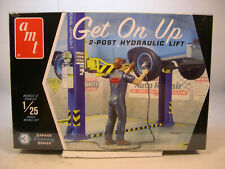 GET ON UP 2-POST VEHICLE LIFT AMT 1:25 SCALE PLASTIC DIORAMA ACCESSORIES KIT
