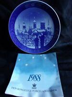 "Royal Copenhagen 1988 Christmas Plate ""Christmas Eve in Copenhagen""  MINT"