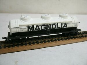 "OLD HO "" MAGNOLIA "" WHITE 3 DOME TANK CAR-NICE!!"