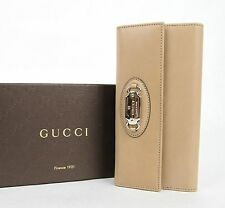 New Gucci Beige Leather Clutch Continental Wallet with Silver Plaque 231841 2738