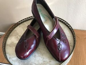 Naot Mary Jane 39 EU 8/8.5 US Hook & Loop Bordeaux Leather Patent Accent Flats