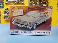 REVELL 85-4055 1965 CHEVELLE HARDTOP SS 396 Z-16 3N1 1//25 Model Car Mountain FS