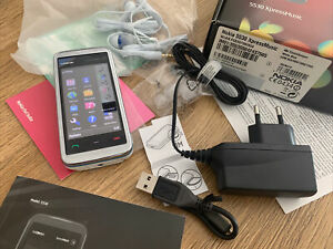 Nokia  XpressMusic 5530 - Weiss mit blauen Akzenten (Ohne Simlock)  Neu!!