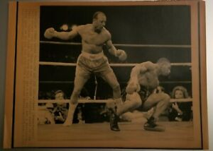 Mike Tyson vs James Bonecrusher Smith 8x10 wire photo
