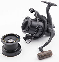 Wychwood Riot Big Pit Matt Black 65S Carp Fishing Distance Reel + Spare Spool