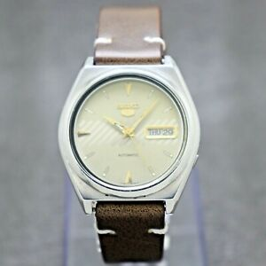90's Vintage Seiko 5 Automatic Movement 7009-876A Japan Made Men's Watch.