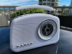 RETRO  AM/FM THOMPSON DR70 RADIO VINTAGE WHITE AND BLACK TRIM VERY STYLISH !!!!!