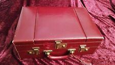 Valise De Toilette Vintage en cuir vachette rouge.