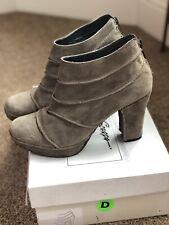 Carl Scarpa Tan Suede Boots Size 7 UK 41 EU