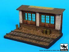 Black Dog 1/72 Railway Station Section Vignette Diorama Base (14 x 9 cm) D72030
