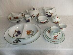 c4 Porcelain Royal Worcester - Evesham Vale - Green Rim (1986) - 4A4A