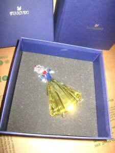 SWAROVSKI CRYSTAL SNOW WHITE IN COLOR WITH APPLE WITH BOX!!!