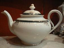 belle ancienne cafetiere en porcelaine fine a decor de feuillage argenté