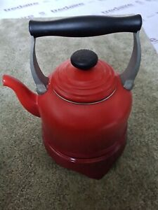Le creuset kettle and trivet