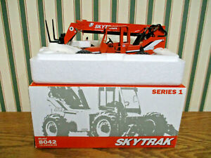 JLG Skytrak Model 8042 Telehandler Series 1 1/32nd Scale >