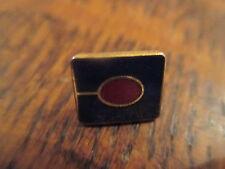 pin's carré bleu cercle rouge (sans attache)