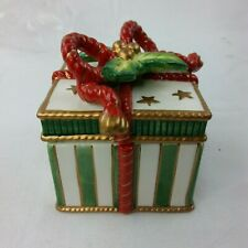 Fitz and Floyd Happy Holidays Small Lidded 2004 Box Christmas Present Candy B14