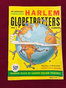 1963 HARLEM GLOBETROTTER Yearbook 7 Autographs with MEADOWLARK LEMON (A1)