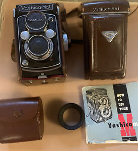 Vintage yashica mat camera, Case & instructions - Camera in excellent condition