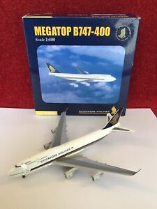 """Herpa B747-400 Singapore Airlines Megatop 1/400 """"SIA INFLIGHT EXCLUSIVE"""" MIB"""
