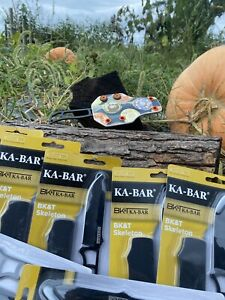 kabar neck knife With Horizontal carry sheath