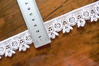 Guipure Floral Lace WHITE - 30mm wide 5 Metre Lengths - L2853 Green Tara LR1