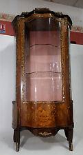 Exceptionnelle vitrine de salon Louis XV galbée en marqueterie de bois précieux