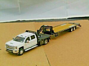 dcp/greenlight dually white/black Chevy crew cab w/gooseneck new no box 1/64.