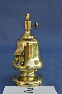 Petite lampe à pétrole ancienne en laiton type «rat de cave», peut resservir