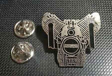 Moto Guzzi Pin Motor silbern 31x28mm