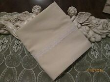 COUNTRY COTTAGE BEAUTIFUL SOLID CREAM & WHITE LACE PILLOWCASE - NEW