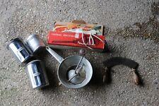 Lot ustensiles de cuisine: couteau à viande moulinex, hachoir, boites, vintage