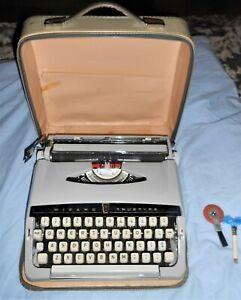 Vintage Brother Industries Wizard TrueType Typewriter with Hard Case*A6112357