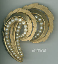 Trifari Goldtone Plume Fern Multidimentional Brooch Pin With Pearl Accents