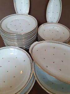 Service de table porcelaine. sTè  porcelainiere de limoges. FRANCE. Doré or fin