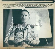 1991 Marine Neal Answers Questions in Desert Sword Briefing Original Laserphoto