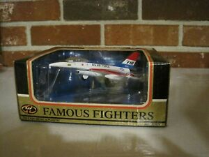 MOTORMAX FAMOUS FIGHTERS U.S. AIR FORCE FIGHTER JET F-16 WITH BASE--NEW