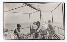 PHOTO Snapshot Vers 1930 Siège en rotin Avant du Bateau Promenade Femme France