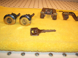 Volvo 1990 240DL Wagon Front  L & R Doors locks OEM 1 Assembly and working 1 key